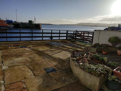 Renovated Groomsmans cottage in heart of Stromness