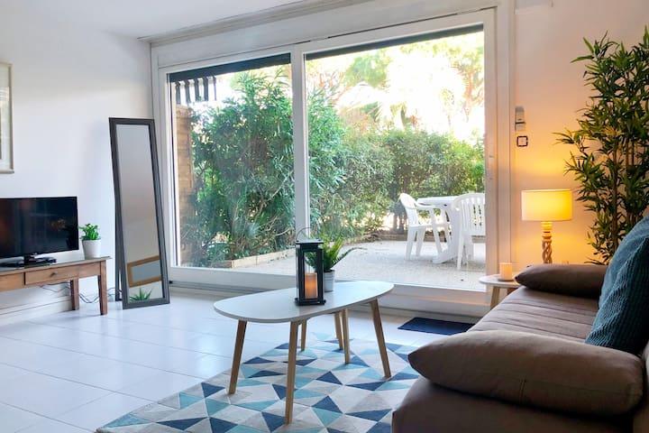 ST-TROPEZ : 46 m2 belle situation/terrasse/parking