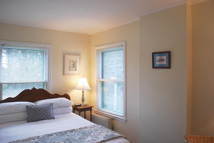 Queen Room 23 at Anne's Washington Inn