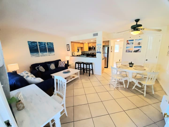 Updated Condo minutes from the beach***heated pool
