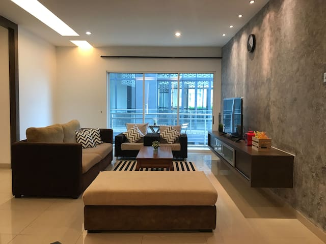 #4 SOLO Room @ HUT Co-Living KLCC | 500 Mbps WiFi