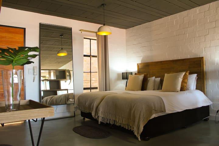 Bright Modern Art Decor Atelier #10