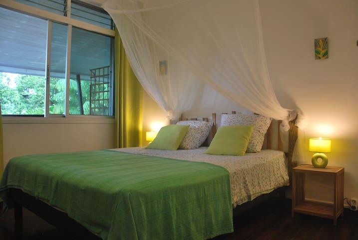 Chambre Zandoli étage lit 160x200 vue jardin