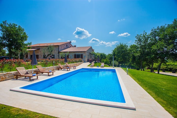 Guest House Jakici with Shared Pool / Apartment Jakici II with Garden View, on horse ranch