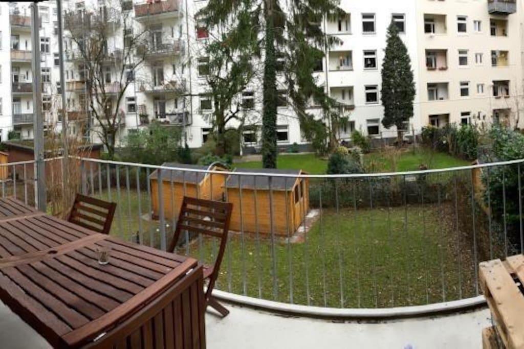 The large (11qm) balcony.