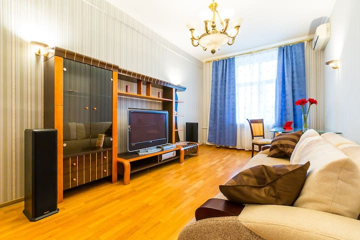 Spasious 3 rooms Tverskaya apartment, nice view