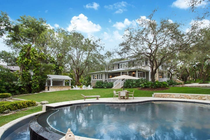 Hammock Lake Waterfront Estate and Guest House