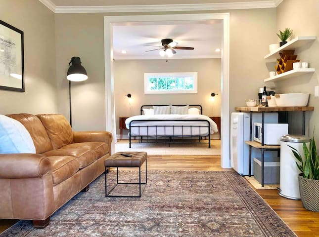 Historical Luxury King Suite in Urban Core