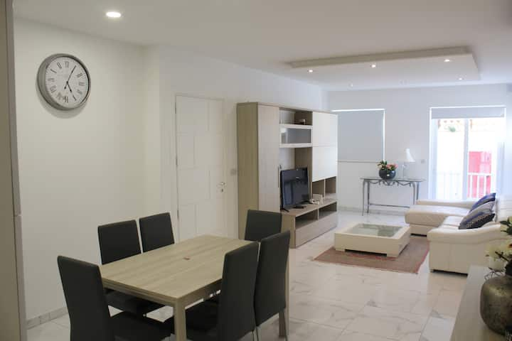 Brand new, modern 2 bed 2 bath apt in St. Julian's
