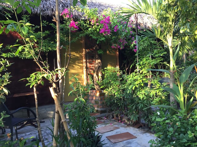 1 Double Bed , On the Lake View / Vu Homestay - tp. Huế - Apartament