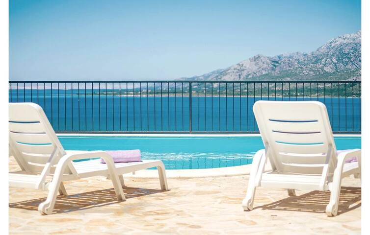 Villa Basa- 6 bedroom villa with swimming pool