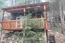 Ask Michelle how you can bring your breakfast or dinner and eat on the deck at this cute treehouse!