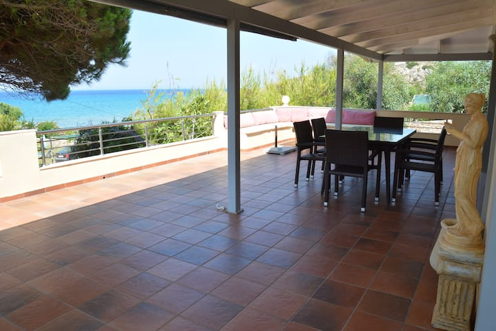 Holiday spacious house by the beach - Villa Basta