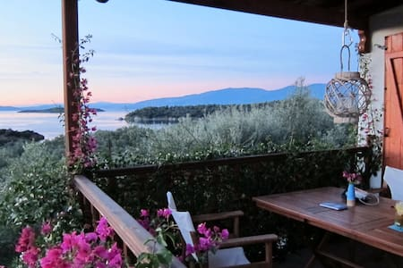 Lookout villa on the traffic free island Trikeri