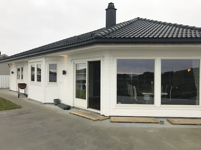 Nice House 35 min from Bergen, cinema,Jacuzzi,view