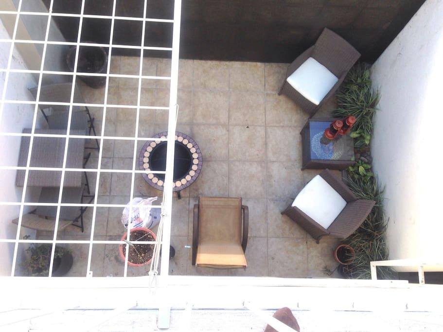 Terraza ideal para leer, trabajar, tomar cafe o descansar, no hay mascotas y son bienvenidas
