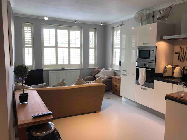 Quirky spacious one bedroom flat in NW3