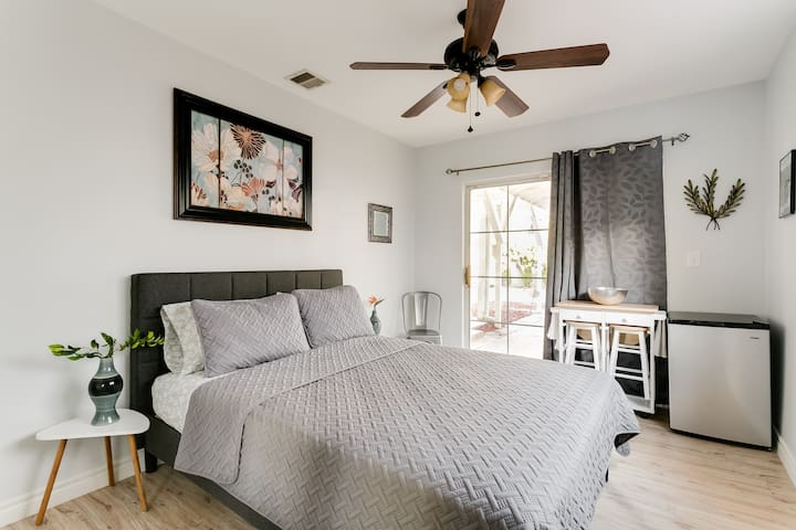 Private unit with ensuite bathroom, queen size bed, mini-fridge, microwave, and breakfast nook