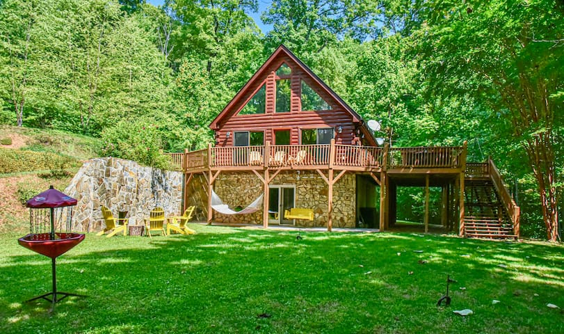 Spectacular Mountain Log Cabin 45 Min to Asheville