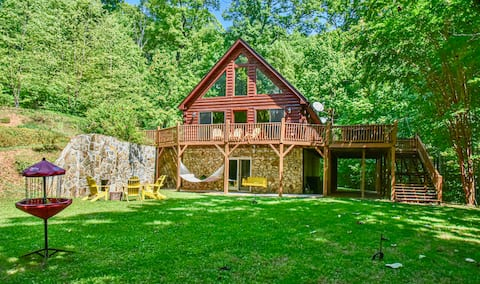 Spectacular Mountain Log Cabin 45 Min to Asheville