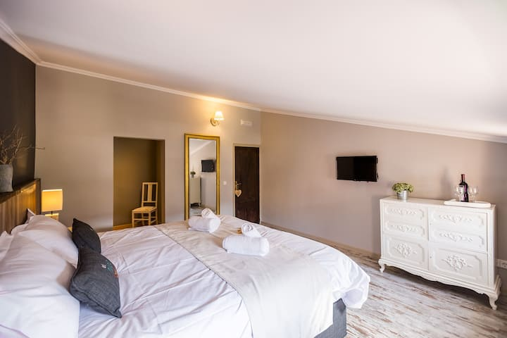 Oriol 2nd fl Dbl or Tw Bed and Breakfast
