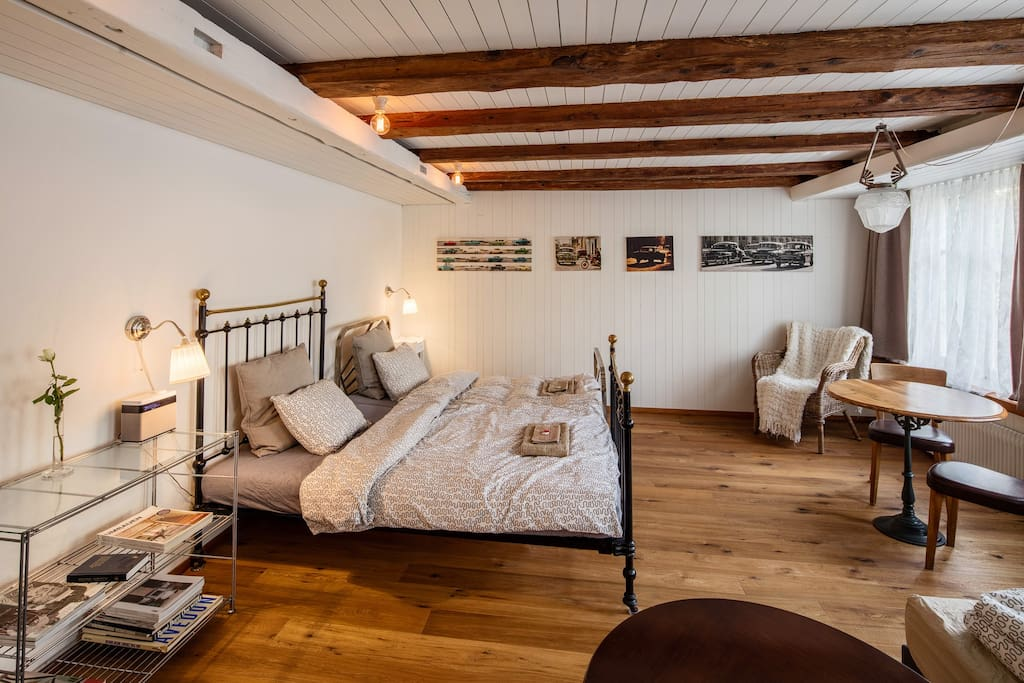 Room north with two single beds and one sleeping couch for two - Zimmer Nord mit zwei Einzelbetten und ein Bettsofa für zwei