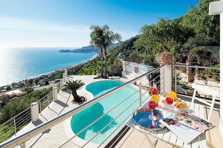Villa Luce - Sommerhus med pool og havsudsigt nær Taormina på Sicilien
