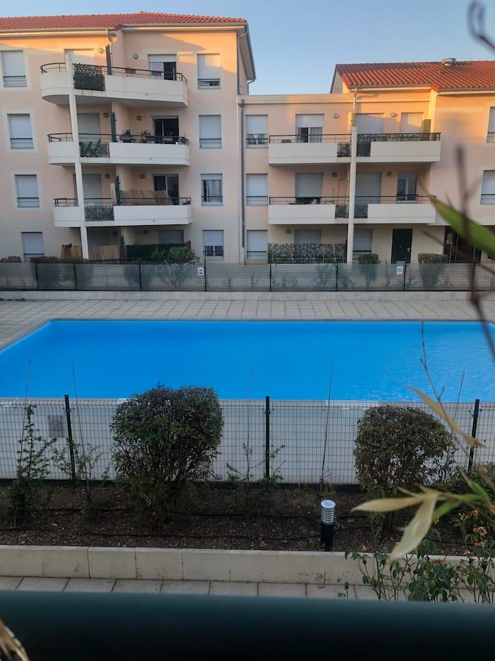LYON 8 Appartement piscine