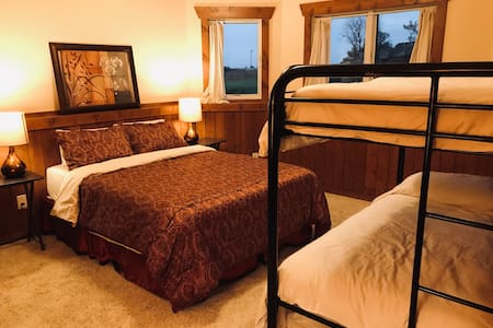 Bergum Ridge Cozy Rm, private bath, extended stay