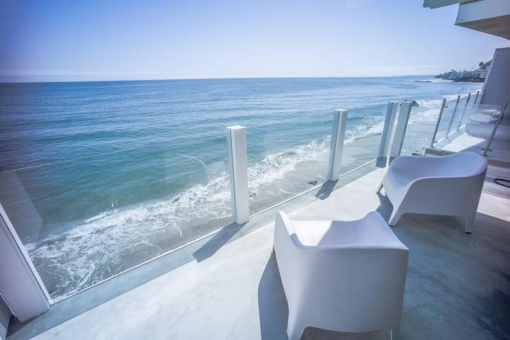 Ocean Front Malibu House.3BRDs + PRIVATE BEACH A++