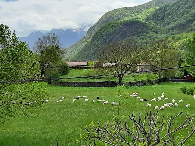 Villa avec vue spectaculaire  sur  les  montagnes