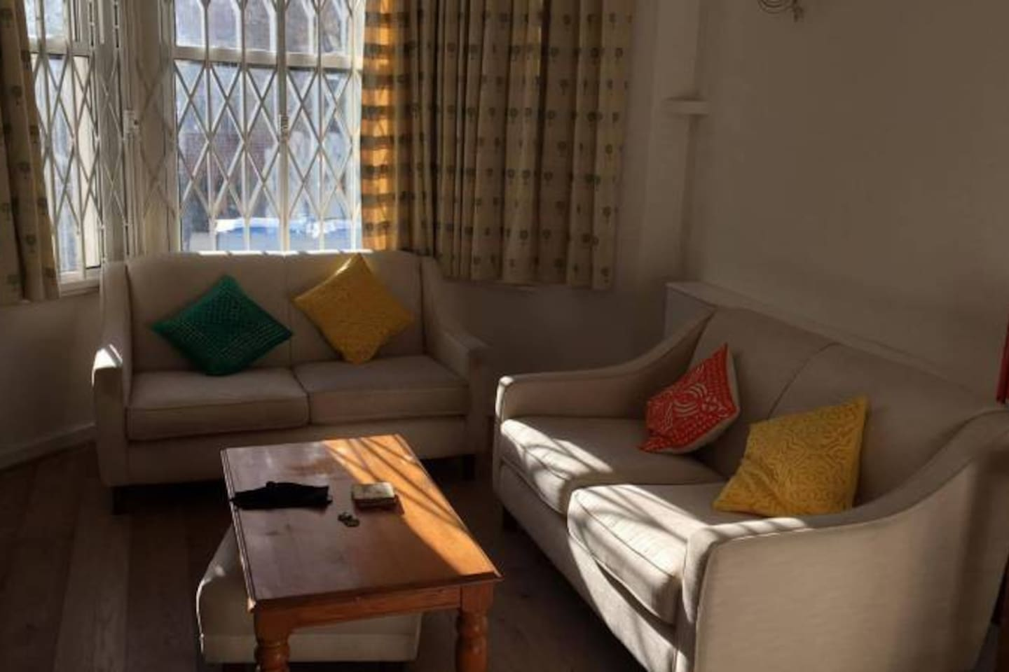 The cosy and sunny living room.
