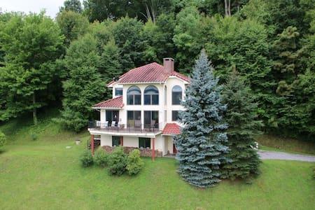 NC Mountain-view home near Blue Ridge Parkway - Burnsville