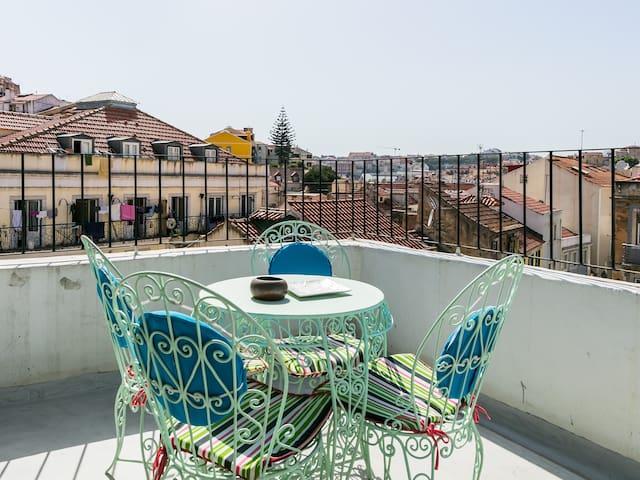 Mouraria's Balcony to São Jorge Castle -A/C-3 bed