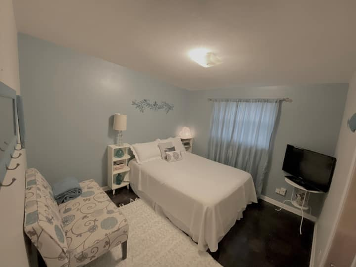 Cozy Private Room centrally located- Jacksonville