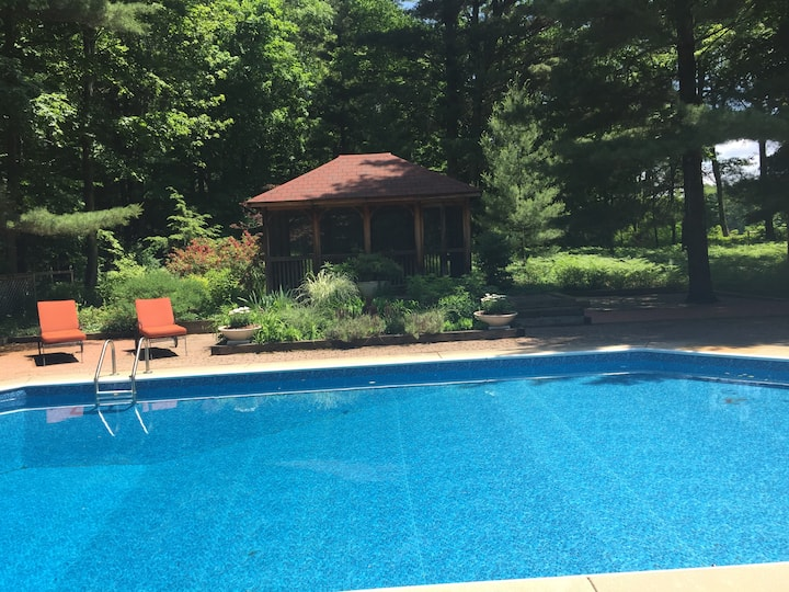 Upscale 3  bedroom with pool and gardens in Sawyer
