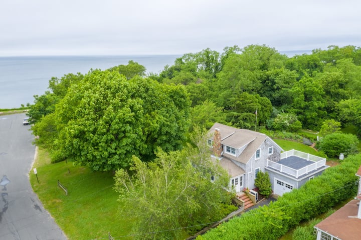 Greenport, Country chic, 67 steps beach house