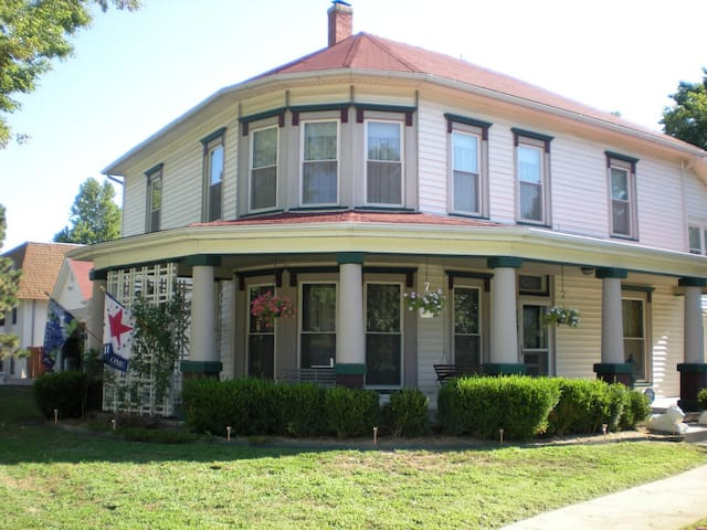 Victory Inn Bed and Breakfast - Wamego - Bed & Breakfast