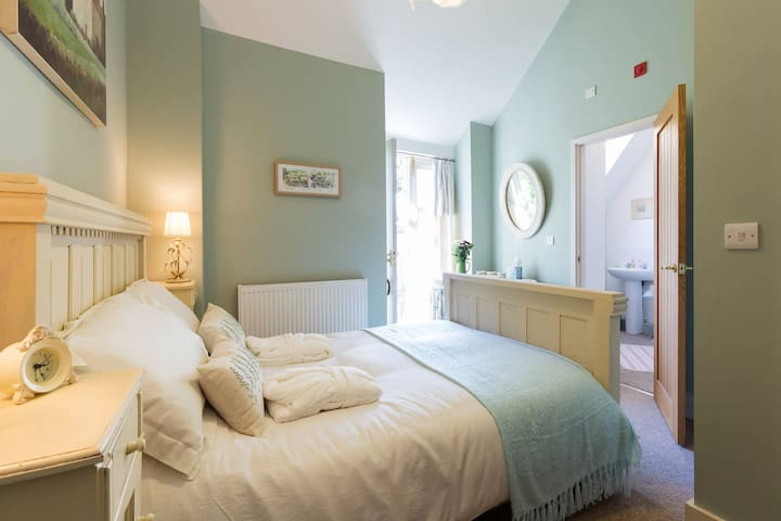 Luxurious double en-suite above award-winning Pub - Horsley - Guesthouse