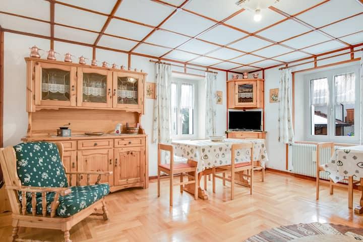 Gemütliches Apartment San Giovanni (CIPAT-Nummer: 022250-AT-594464) mit Balkon, Bergblick, Fernseher und WLAN; Parkplätze vorhanden, Haustiere erlaubt