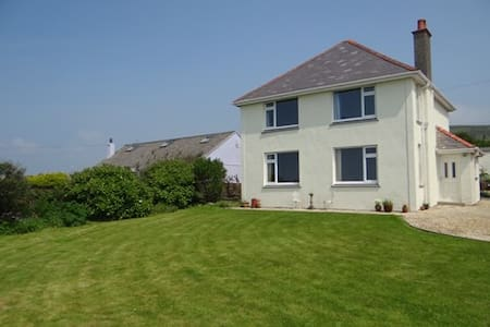 Self catering Gower house with fantastic sea views - Rhossili - Hus