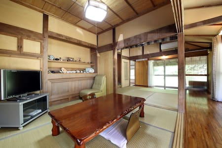 ~Kume guest house~ 最大6名 久米島一軒家!駐車場2台付!広い庭付、海近物件!