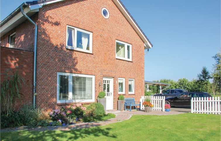 Former farm house with 5 bedrooms on 215m² in Ockholm