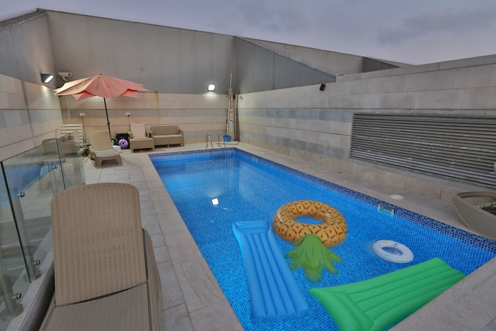 Spectacular beach Penthouse, private rooftop pool