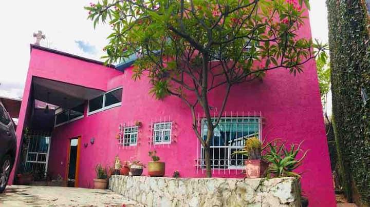 Casa Bonita. Habitación #1 con baño privado