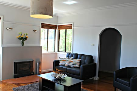 Comfortable 2 bedroom house - Long Gully