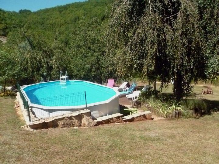 Périgord Noir Quercy Gîte grand jardin et piscine