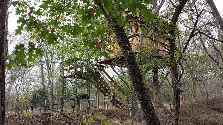 Rock Creek Retreat - Flying Penny Treehouse