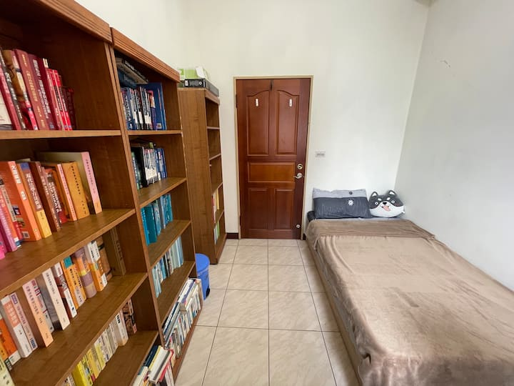 Taichung台中史凱勒的書窩Sky's Cozy Backpackers Room