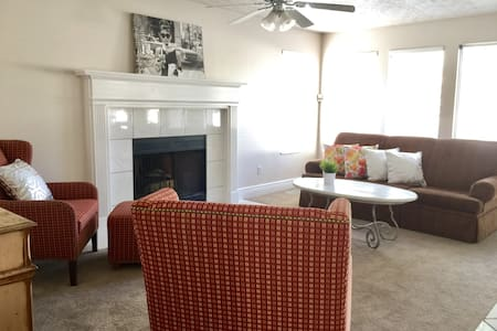 Beautiful Large Vacation Home close to everything! - South Jordan